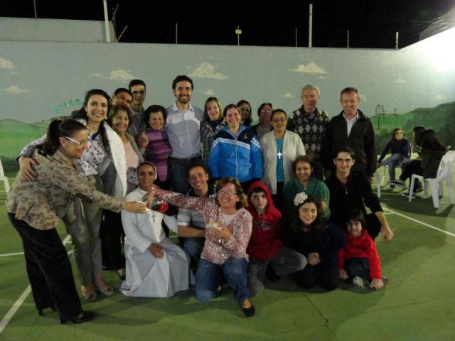 Comunidade São Maximiliano Maria Kolbe-  últimos momentos da equipe missinária com as famílias da comunidade