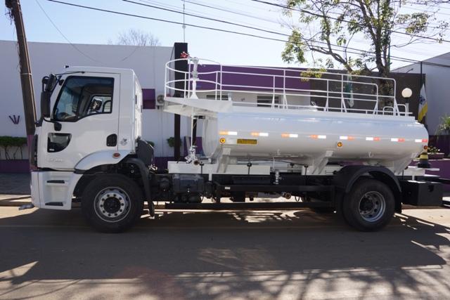 Prefeitura adquire caminhão pipa