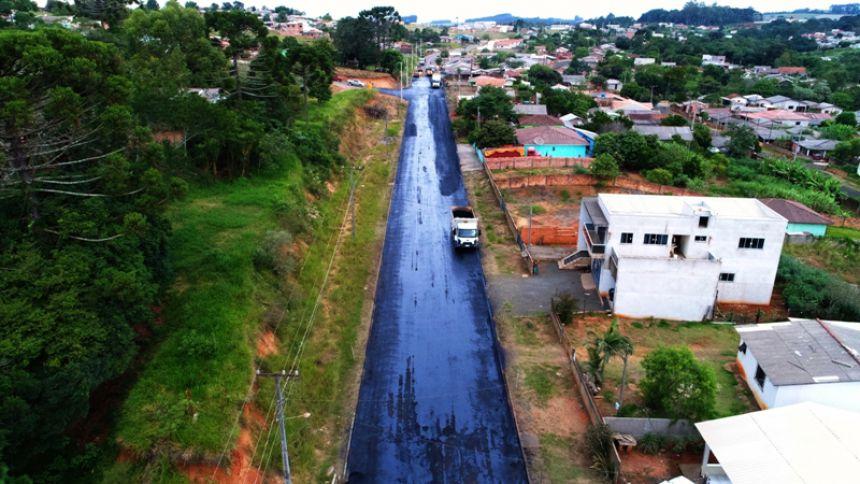 TRABALHO DE PAVIMENTAÇÃO ASFÁLTICA SEGUE EM ANDAMENTO NA AV. PAULO SIQUEIRA