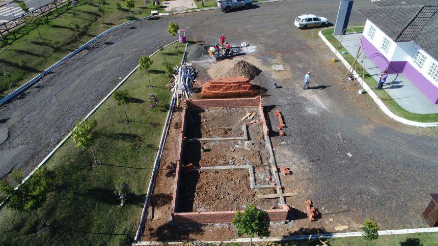 Construção de banheiro público na Praça do Lago Municipal