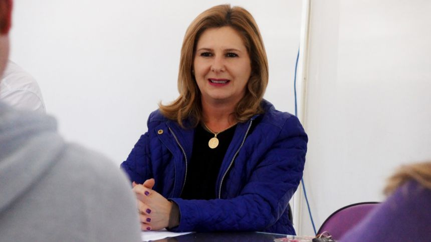 A PREFEITA LOURDES BANACH DÁ AS BOAS VINDAS AOS NOVOS DENTISTAS QUE IRÃO PRESTAR SERVIÇOS À NOSSA POPULAÇÃO
