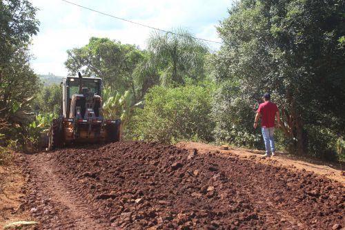 Serviços de manutenção em estradas rurais