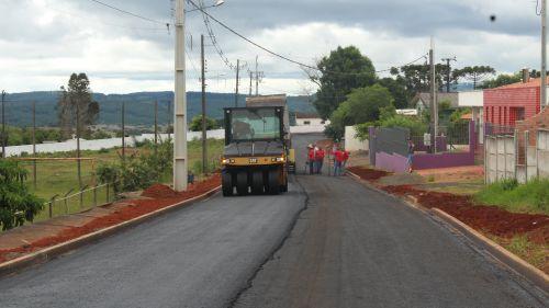 Obras de pavimentação asfáltica segue a todo vapor e transformam as Ruas do Bairro dos Franças