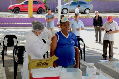 Vacinação contra a gripe, nesta terça (24), na UBS do Centro: para idosos e profissionais da saúde