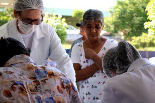 Vacinação contra a gripe influenza começa para idosos e profissionais da saúde