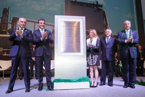 Prefeita Lourdes Banach descerra placa de inauguração ao lado do Presidente em exercício, Michel Temer e do Governador, Beto Richa