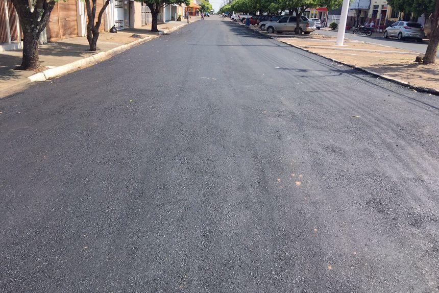 Dois quarteirões da Avenida Prefeito Joaquim da Costa e Silva também receberam recapeamento
