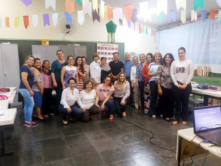 Formação realizada na escola Nelson Magnani com prefeito Val Dantas e demais