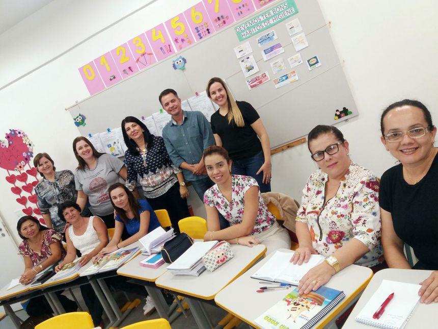 Prefeito e demais participantes da Formação na creche escola Rute