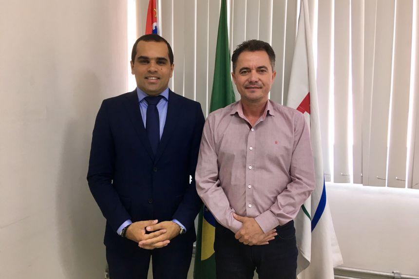 Superintendente da Funasa Ricardo Gomes e o prefeito Val Dantas durante audiência na capital