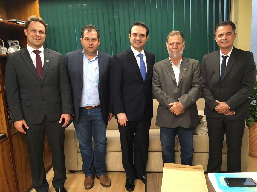 Prefeitos Le de Tupi Paulista, Zezinho de Flora Rica, deputado federal Evandro Gussi, prefeitos Vandi de Santo Expedito e Val Dantas de Mariápolis