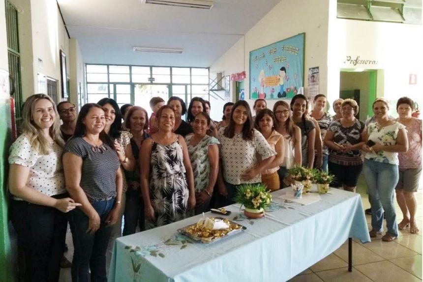 Participantes da Educa��o e psic�loga Beatriz