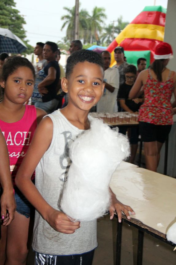 Crianças ganharam algodão doce