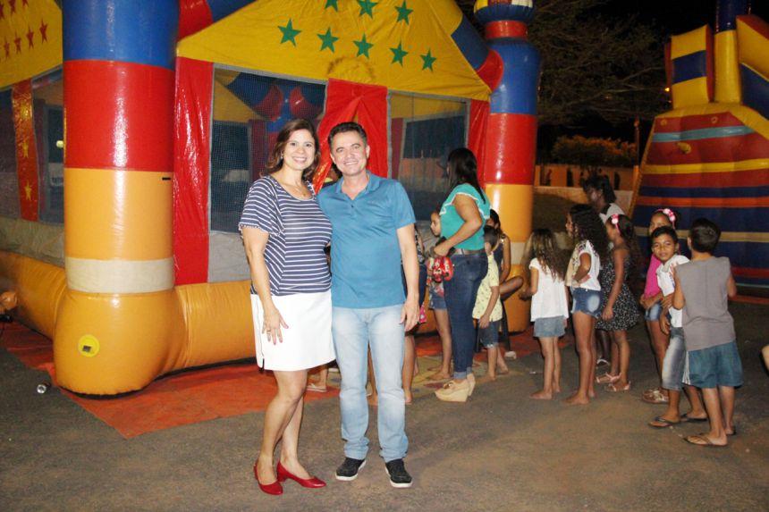 Primeira-dama Rose Barbosa e o prefeito Val Dantas