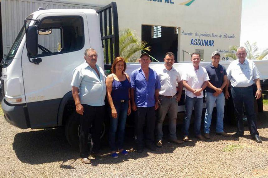 Autoridades presentes na entrega do caminhão 0 km