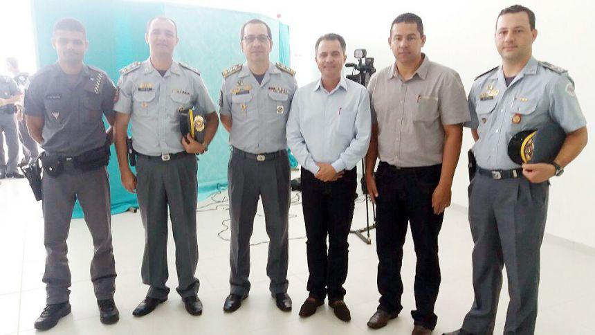 Sargento PM Elton, capitão PM Júlio, Major Ledo, prefeito Val Dantas, presidente da Câmara Alex e o tenente PM Bressan