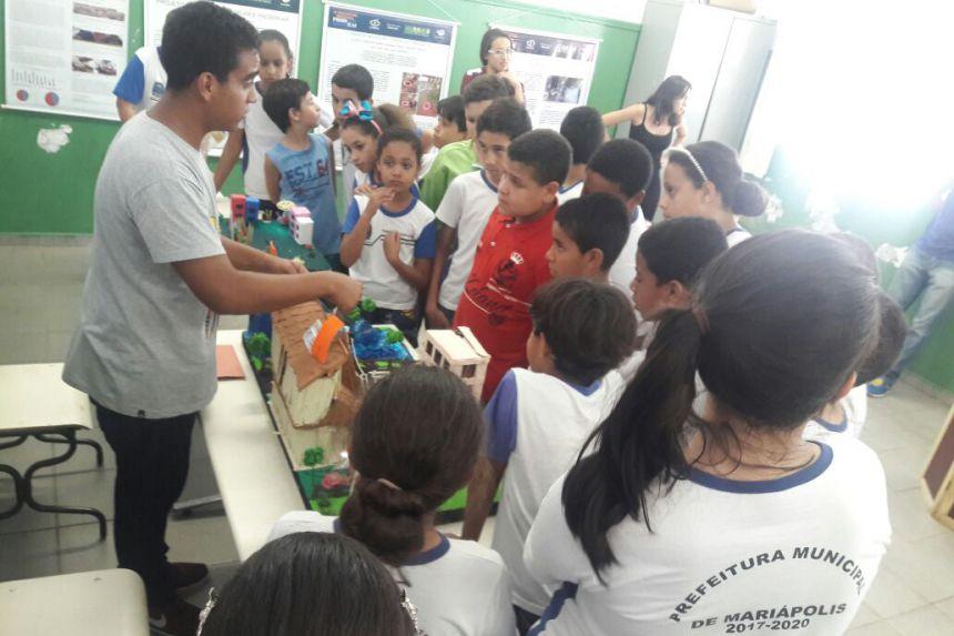 Prefeito participa da I Mostra Didática Cultural na Escola Elmoza
