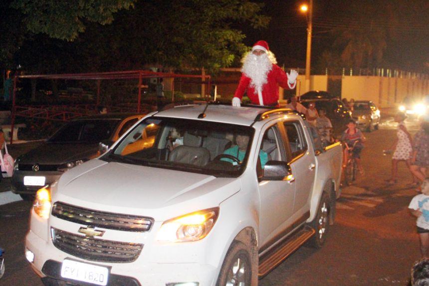 Papai Noel chegando no evento