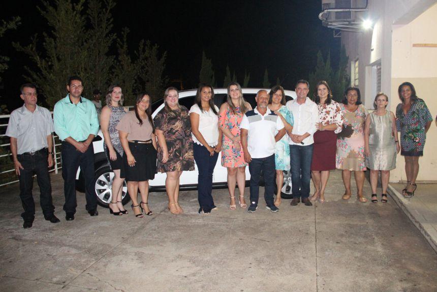 Autoridades com o prefeito Val Dantas na entrega do ve�culo 0 KM ao Conselho Tutelar