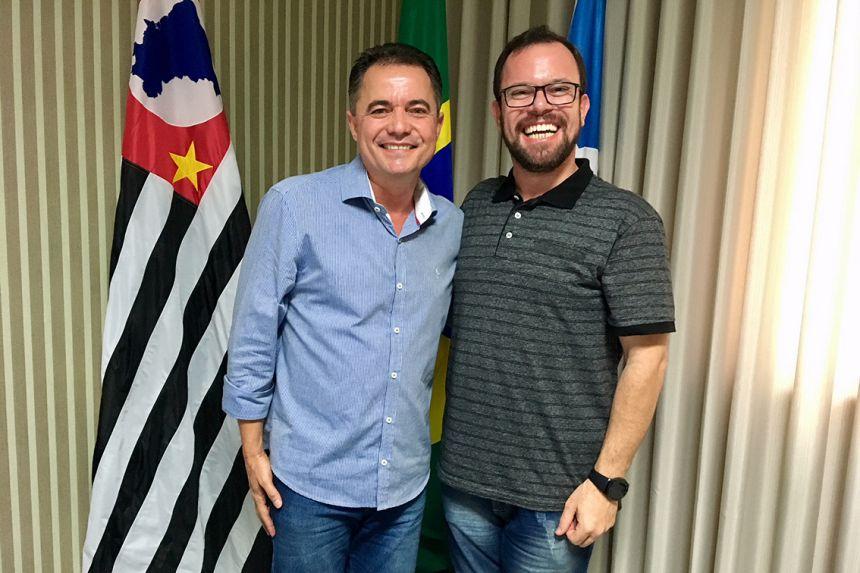 Prefeito Val Dantas recebe padre Jorge no gabinete