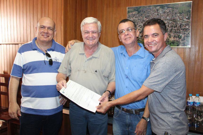 Prefeito Val Dantas e vereadores se encontram com deputado José Mentor