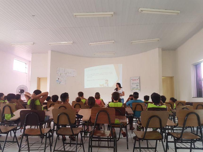 Educação Ambiental: Palestra sobre a guarda responsável de animais domésticos e conservação da fauna silvestre foi realizada para as crianças do Projeto Raio de Sol