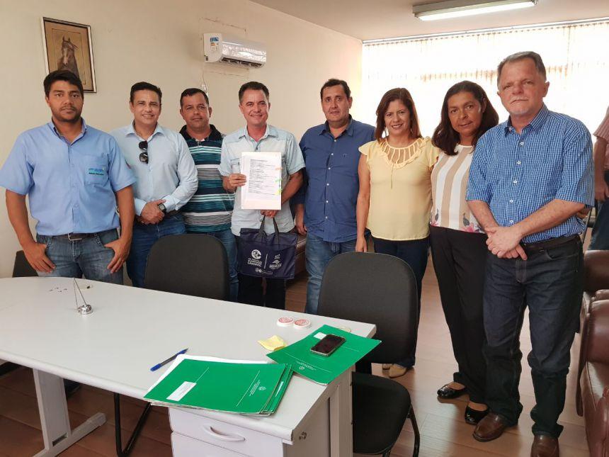 Autoridades presentes durante a assinatura de convênio do Seiaa