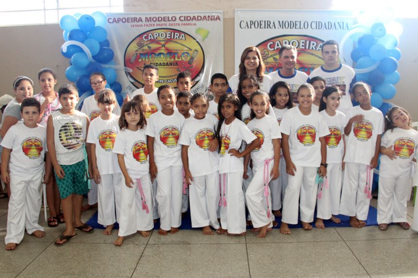 Alunos batizados com a primeira-dama Rose Barbosa, prefeito Val Dantas e o professor Lucas Nóbrega