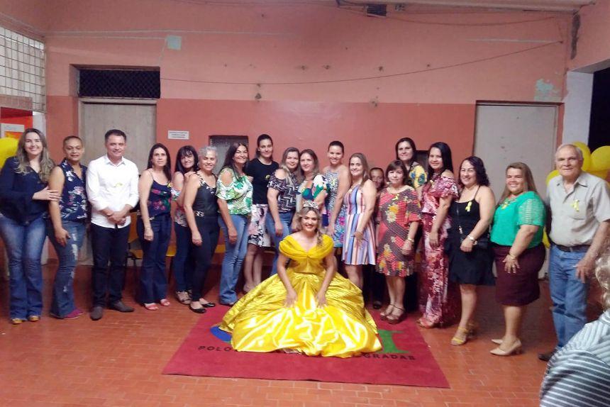 Autoridades e alunos participantes do Concurso Setembro Amarelo