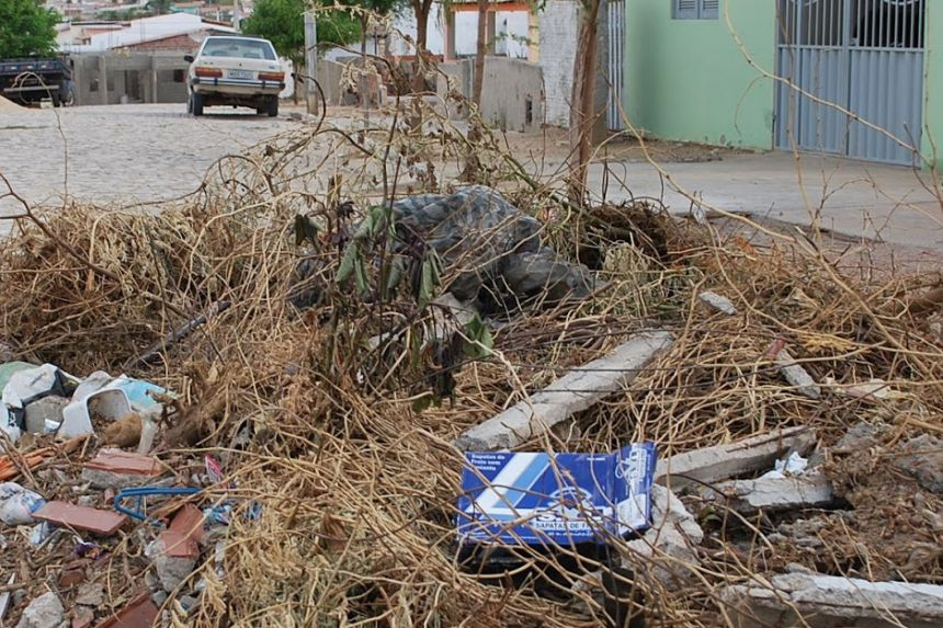 Popula��o deve retirar lixos e entulhos dos quintais