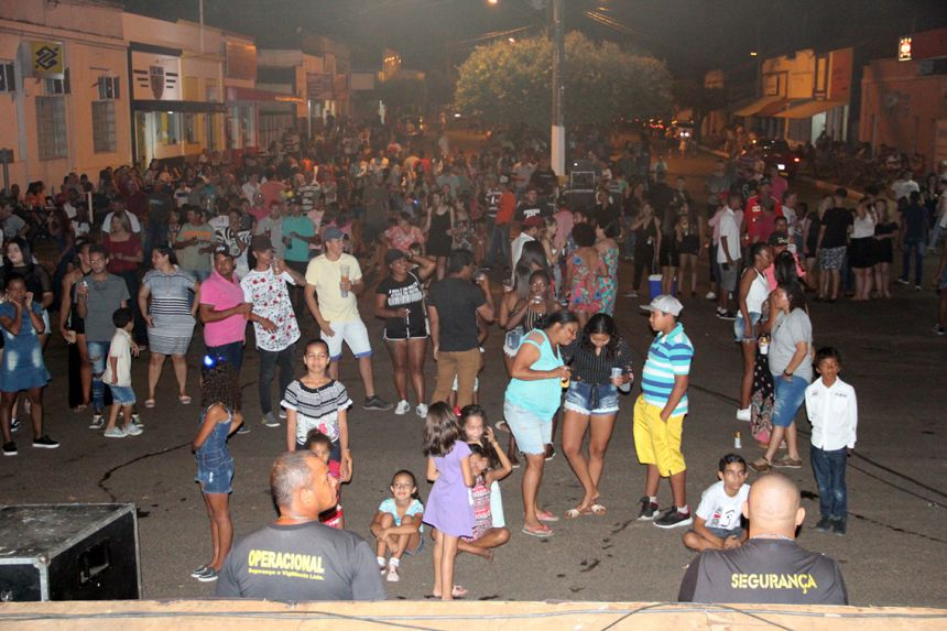 Aniversário da cidade é comemorado com show da dupla Pedro Henrique & Trevisan e Banda