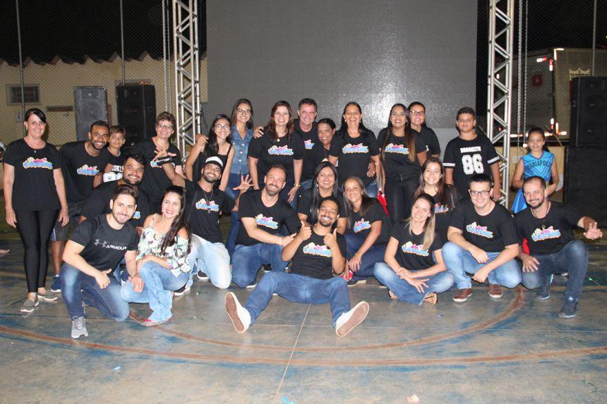 Secretária Rose Barbosa e o prefeito Val Dantas com demais integrantes do CRAS, Secretaria de Assistencia e Raios de Sol