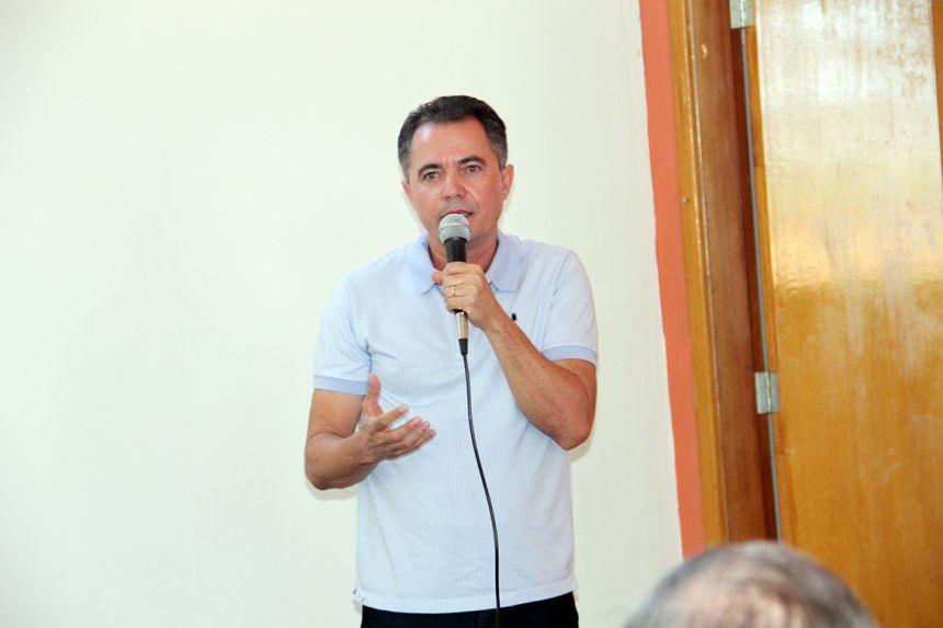 Prefeito discursando no evento
