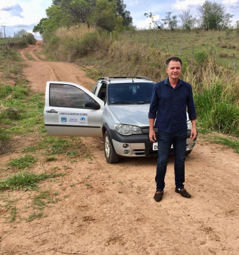 Prefeito Val Dantas visita estradas rurais do município