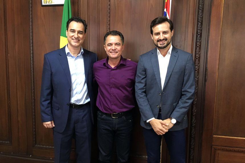 Prefeito Val Dantas solicita recurso para cobertura de quadra na Secretaria de Esporte