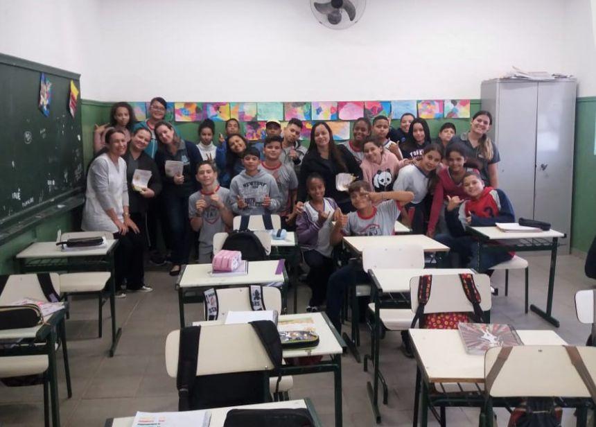 Alunos da Escola Elmoza com as conselheiras e a professora Roseli