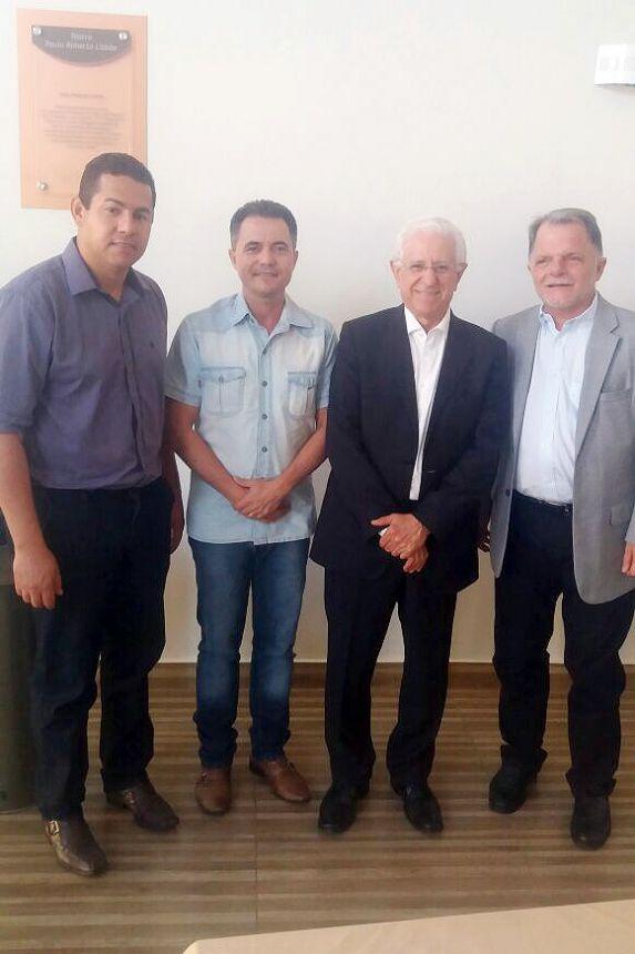 Presidente da Câmara Alex, prefeito Val Dantas, presidente do Tribunal Sidney Beraldo e Mauro Bragato