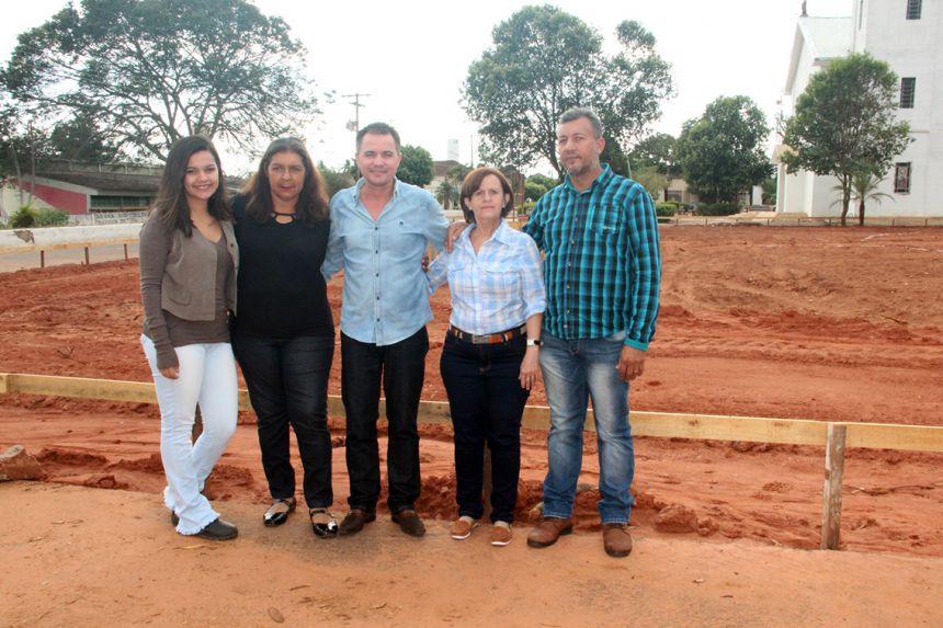 Engenheira Ingrid, vereadora Aparecida, prefeito Val Dantas, vice-prefeita Hermínia e o vereador Paulo Dantas