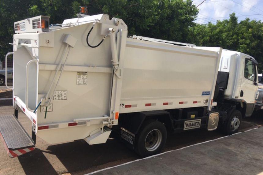 Prefeito Val Dantas conquista caminhão compactador de lixo para Mariápolis
