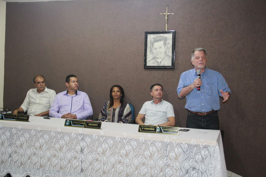 Ex-deputado Mauro Bragato e demais autoridades compondo a mesa principal