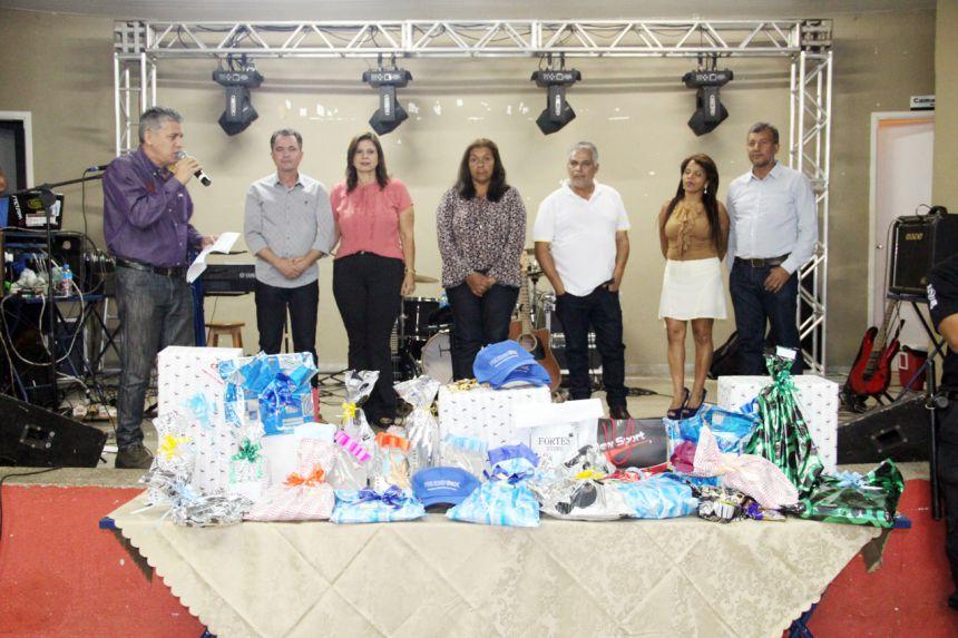 Autoridades presentes durante a homenagem aos pais