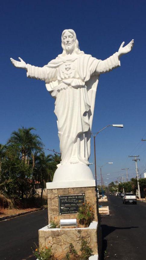 Cristo com novo visual ap�s a pintura