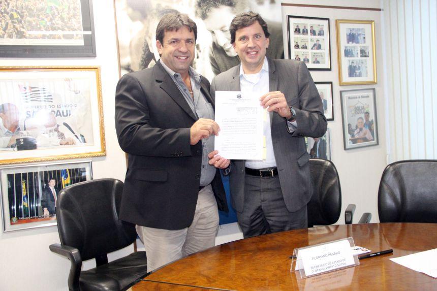 Mariápolis assina convênio para construção de Centro de Convivência do Idoso