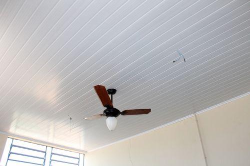 Forros de PVC estão sendo instalados no Raio de Sol