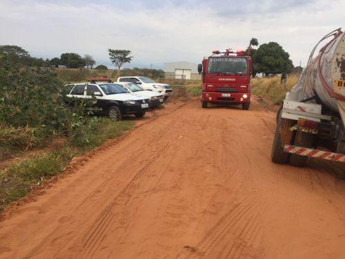 Corpo de Bombeiros de Adamantina deram apoio no controle do incêndio