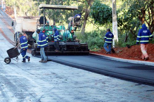 Pavimentação está sendo feita na melhor modalidade CBUQ