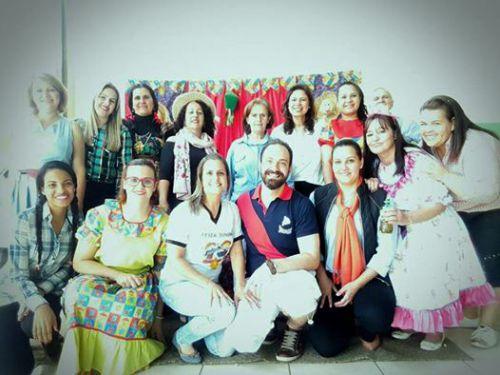 Vice-prefeita Herminia, primeira-dama Rose Barbosa, professoras e demais