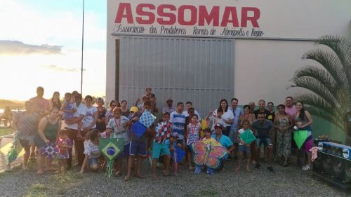 Participantes do evento com as autoridades