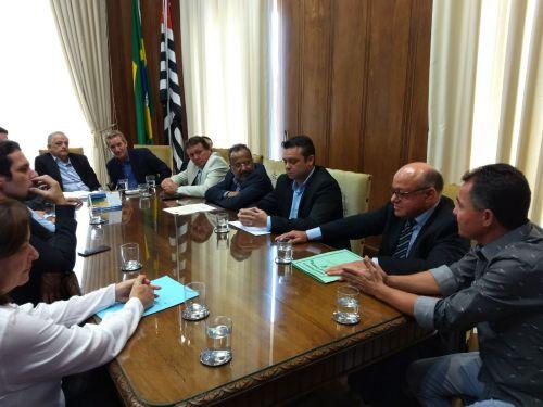 Prefeito Val Dantas durante as reivindica��es na audi�ncia