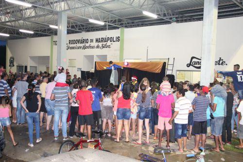 Público se divertiu com as atrações circenses, malabares, equilíbrios e palhaços